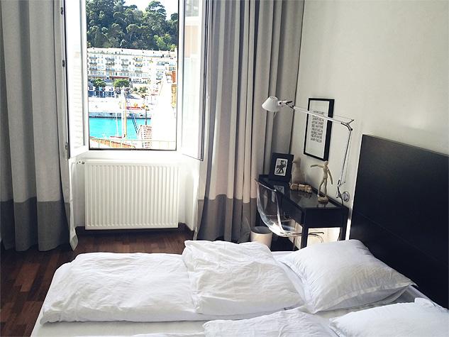 Hyr lägenhet i Nice och vakna med utsikt över Nice hamn.